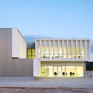office-building-son-bugadelles-industrial-park-by-ripolltizon_dezeen_sq02-300x300